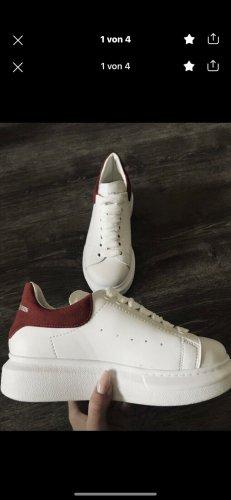 Alexander McQueen Basket à lacet blanc-rouge