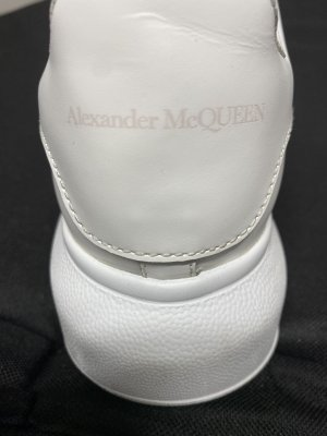 Alexander McQueen Basket à lacet blanc