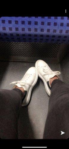 Alexander McQueen Sneakers met hak wolwit Leer