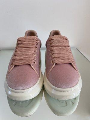 Alexander McQueen Basket à lacet rose clair velours