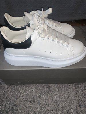 Alexander McQueen Sneaker con tacco bianco-nero