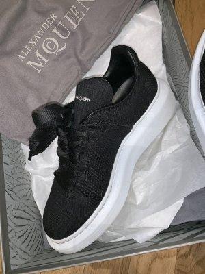 Alexander McQueen Sneaker con tacco nero-bianco