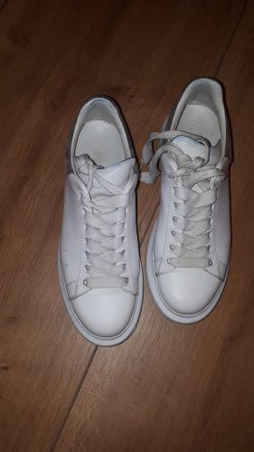 Alexander McQueen Lace-Up Sneaker white-grey