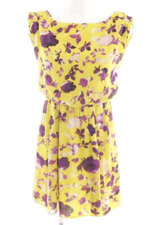 Alice + Olivia Vestido camisero estampado floral look casual
