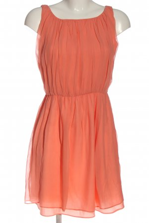 Alice + Olivia Mini vestido naranja claro look casual