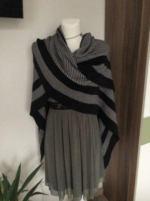 Zero Poncho en tricot noir-blanc