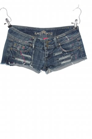 Almost Famous Shorts azul look casual
