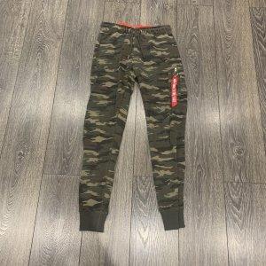 Alpha Industries Pantalón deportivo caqui-verde oscuro