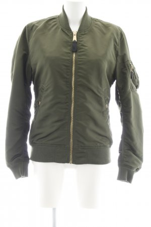 Alpha Industries Blouson olivgrün Boyfriend-Look