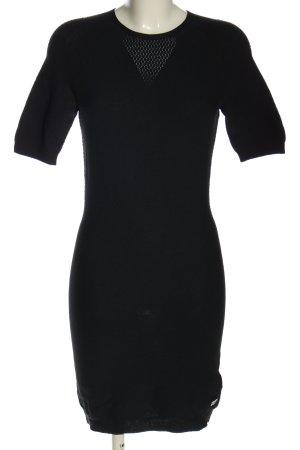 Alpha Tauri Vestido tejido negro look casual