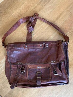 Alte klassische Echtledertasche in braun