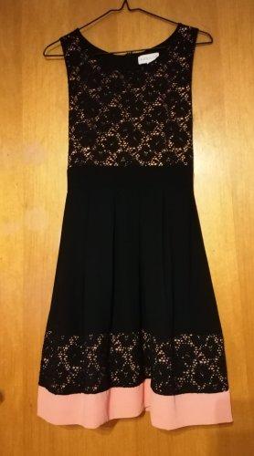 Altrosa schwarzes Kleid