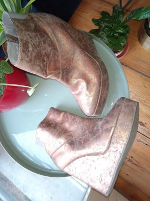 Amazing copper-affect Fornarina boots