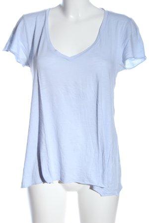 American Vintage Camisa con cuello V azul look casual