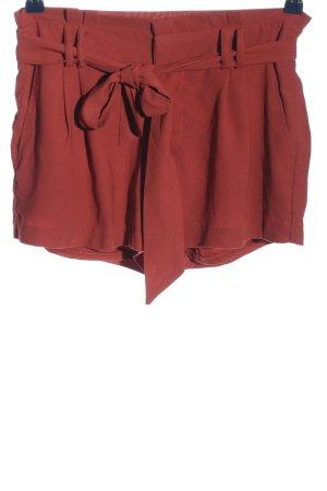 Amisu Pantalón corto rojo look casual