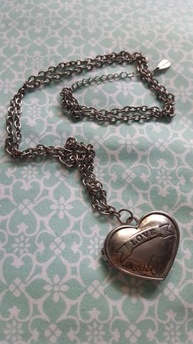 Amulett mit Halskette