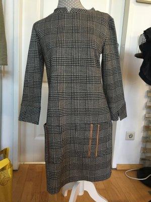 Ana Alcazar Robe en laine noir-argenté