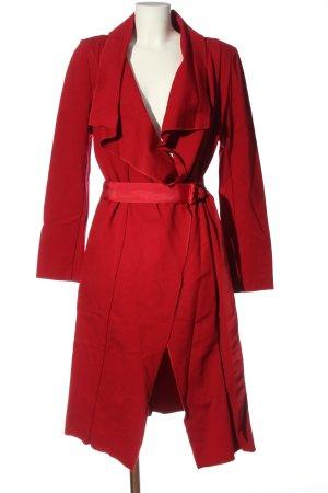 Ana Alcazar Abrigo de entretiempo rojo look casual