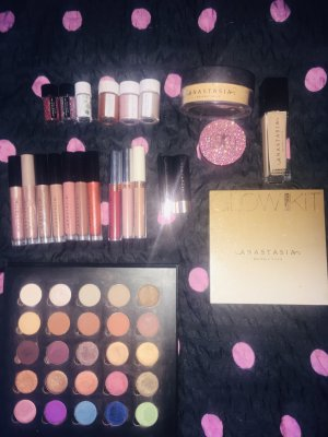 Anastasia Beverly Hills Set