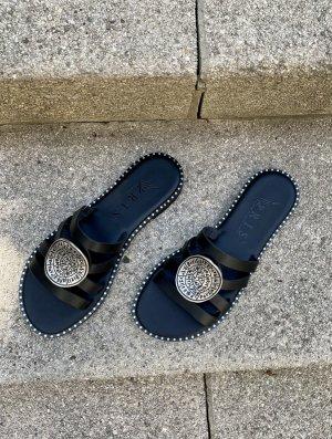 Sandalias cómodas negro-color plata Cuero