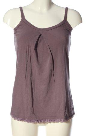 Angela Davis Strappy Top lilac casual look
