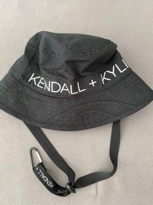 Anglerhut mit Kendall & Kylie Aufdruck