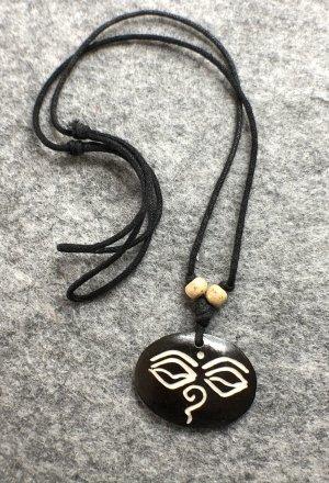 Anhänger Kette Yak Bone Buddha Gesicht 3,5x2,8cm Baumwollbändchen schwarz