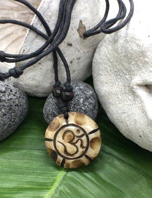 Anhänger Kette Yak Bone hellbraun rund Om Symbol 3cm Baumwollbändchen schwarz