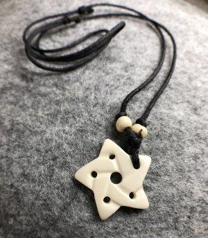 Anhänger Kette Yak Bone Kelten Pentagramm 3cm cremefarben Baumwollbändchen schwarz