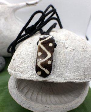 Anhänger Kette Yak Bone Maori Design 2,9x1cm braun Baumwollbändchen schwarz