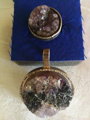 Anhänger und Ring mit Stein