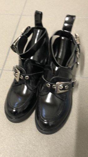 Cut out boots zwart