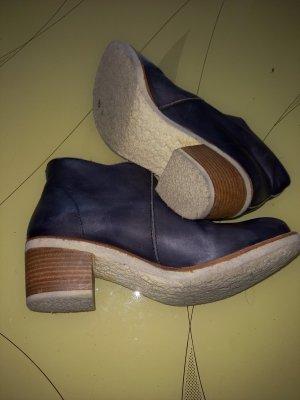 ankle boots in dunkelblauem Naturleder mit Kreppsohle