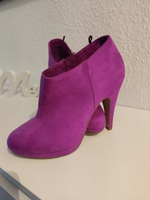 ankle Boots in Magenta