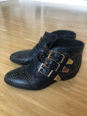 Ankle Boots mit goldenen Nieten