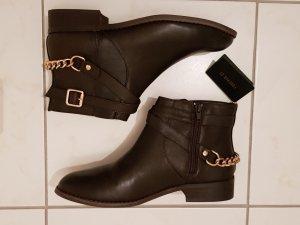 Ankle Boots mit goldener Kette