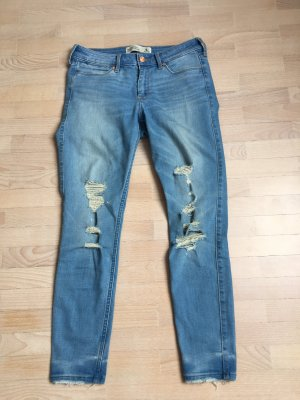 Ankle Jeans mit Löchern