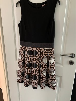 Anna Field Kleid mit grafischem Rockteil GR 38