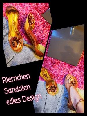 Anne Michelle Sandalias de tiras color oro-camel
