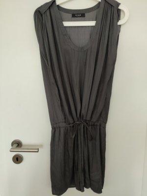 Anthrazit farbenes Kleid von Vila in 36 S hochgeschoppt gebunden fließend
