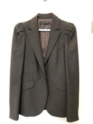 Anthrazitfarbener Anzug