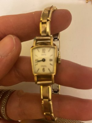 Watch With Metal Strap gold-colored