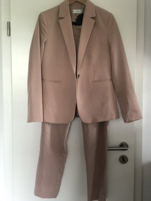 Anzug in Puderrosa