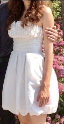 Apart  glamour Sukienka z rękawem balonowym biały