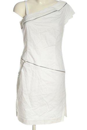 Apart Vestido de un hombro blanco look casual