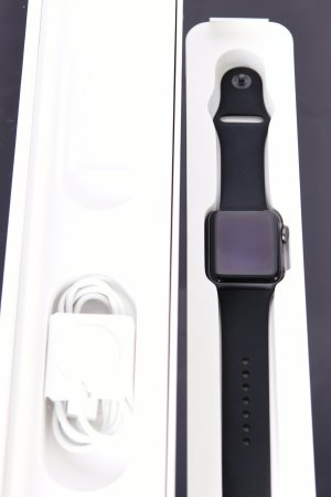 Apple Watch Series 3 (42mm) GPS mit Sportarmband spacegrau