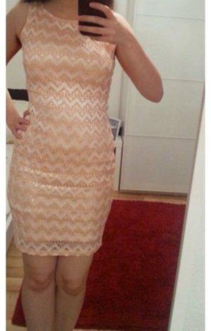 Aprikosefarbenes Kleid mit Glitzer