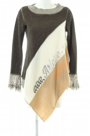 Arlette Kaballo Poncho printed lettering casual look