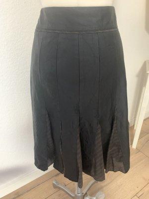Arma Women Falda de cuero marrón oscuro-negro