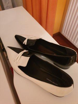 Armani Czółenka ze spiczastym noskiem biały-czarny